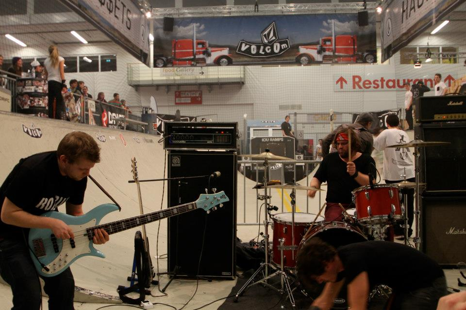 Some live music in the Volcom mini ramp. Pic Ian Joe Dutch.