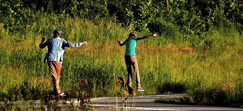Femke and Marte Bosma, longboard