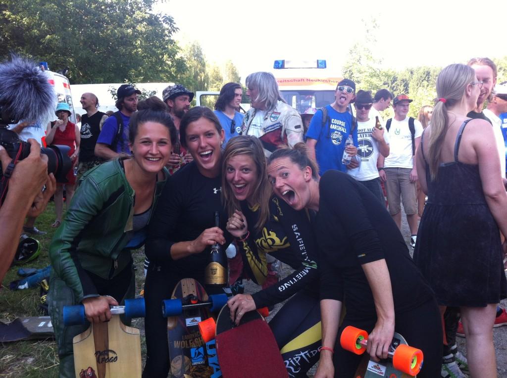 Elena Corrigall, Tamara Prader, Spoky Woky,  Tina Zibeline, longboard girls crew, longboard, girl, downhill, almabtrieb, idf, race, badass, glori fiziert