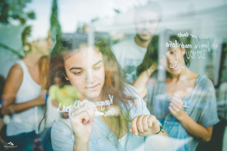 longboard girls crew, longboarding, girls, friendship, open, lgc open, lgs skates Israel, Israel, movie, premiere, madrid, madrid skate film festival, love, jenna russo, toxic world boarshop, fun , window, painting
